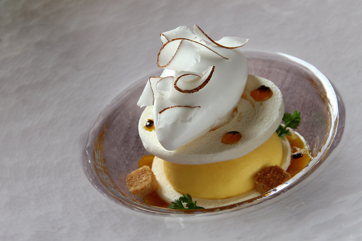 Exotic PaVlova, Passion fruit espuma, compote tropic fruit
